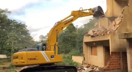 Casas de luxo da milícia foram demolidas em Vargem Grande