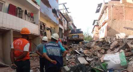Cinco prédios foram interditados na rua onde imóvel desabou