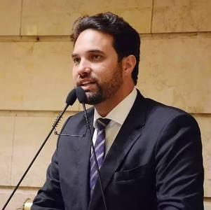 Dr. Jairinha durante sessão