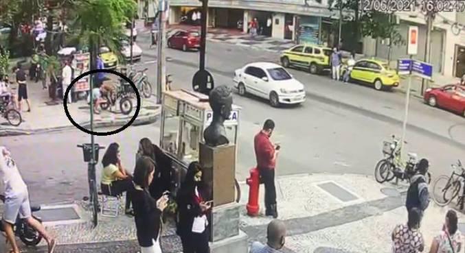 Câmeras flagram homem furtando bicicleta de casal no Leblon, zona sul do Rio