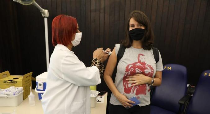 Rio autoriza grávidas que tomaram a primeira dose da AstraZeneca receberem a segunda da Pfizer