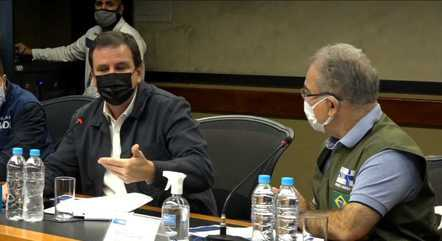 Eduardo Paes e Marcelo Queiroga durante coletiva