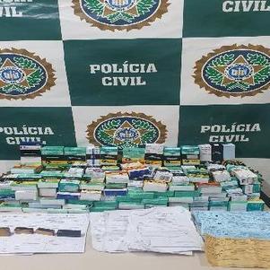 Polícia apreendeu medicamentos, receituários e carimbos