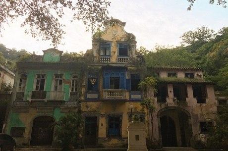 Casas têm riscos de desabamento, diz MP-RJ