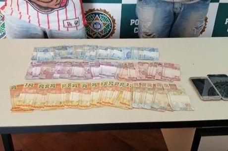 Suspeitos estavam com R$ 2000 em espécie