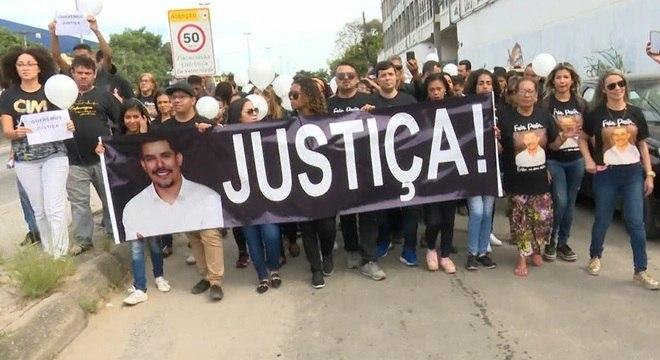 Familiares e amigos de Anderson do Carmo fizeram um protesto neste domingo (21)