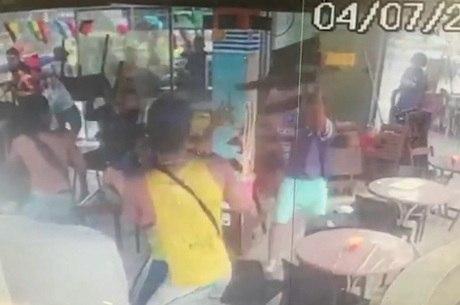 Câmeras de segurança flagraram briga em quisoque