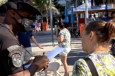Agentes da GM aplicaram multas na orla da cidade