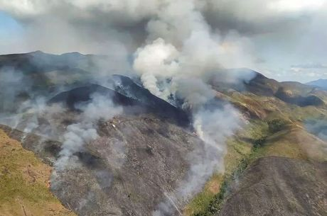Equipes levaram três dias para controlar as chamas