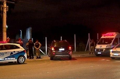 Doze carros foram rebocados no evento
