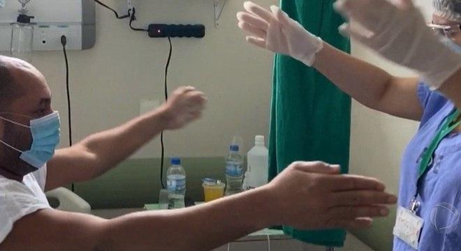 Umerson está internado há cerca de dois meses por causa do novo coronavírus