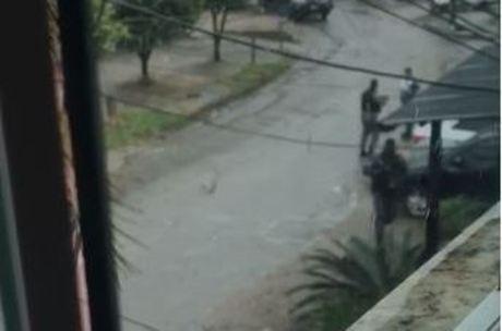 Moradores relataram intenso tiroteio na região