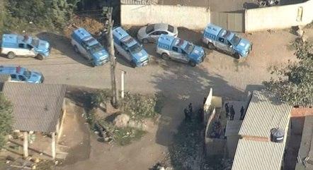 Policiais no complexo do Salgueiro nesta sexta (16)