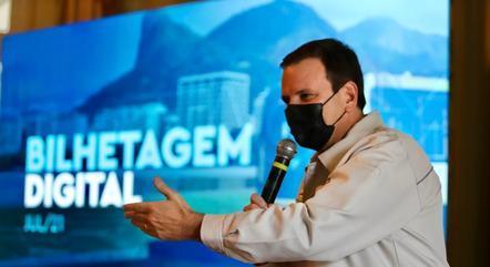 Prefeito Eduardo Paes durante anúncio