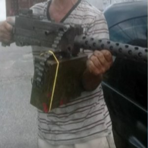 Homem exibia arma para intimidar ex