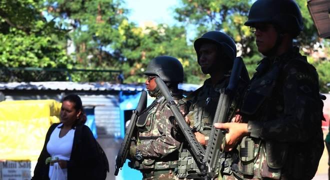 Intervenção  no Rio de Janeiro tem mais mortes em operações, diz estudo
