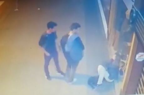 Pedestres ajudaram mulher após agressão