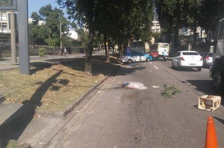 Idoso é atropelado por ônibus enquanto andava de bicicleta