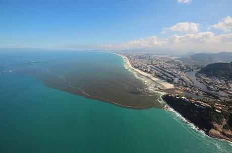 Mancha negra pode atingir praias da zona sul