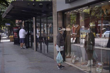 Compras em lojas físicas serão diretamente afetadas