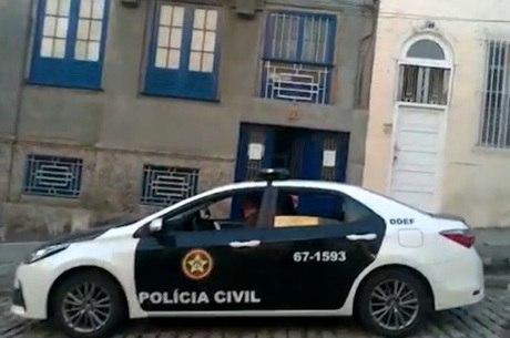Polícia tenta cumprir 11 mandados de prisão