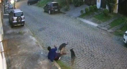 Ataque foi registrado por câmeras de segurança