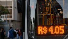 Universitários ocupam Prefeitura do Rio e cobram volta do passe livre