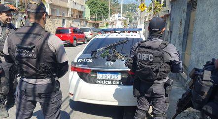 Policiais apreenderam armas durante ação