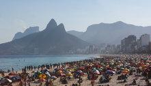 Rio: saída da praia tem confusão e ônibus depredados