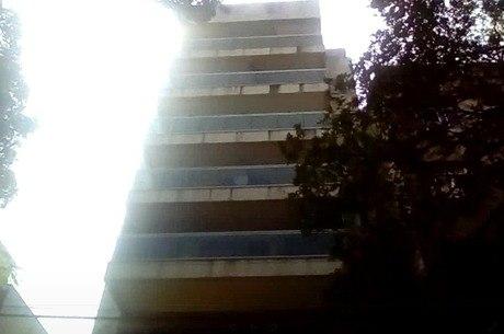 Vítima morava em prédio próximo à comunidade