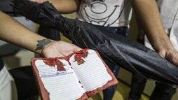 Armas de policiais envolvidos em morte de garçom são apreendidas ()