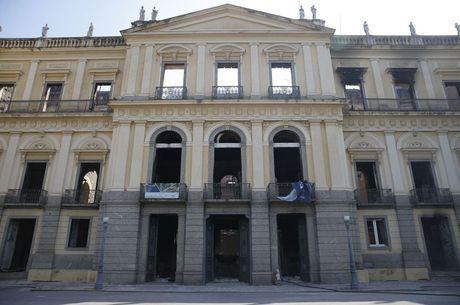 Incêndio atingiu Museu Nacional neste domingo (2)