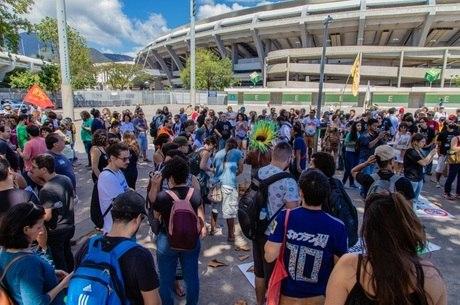 Grupo se concentrou em frente ao Maracanã