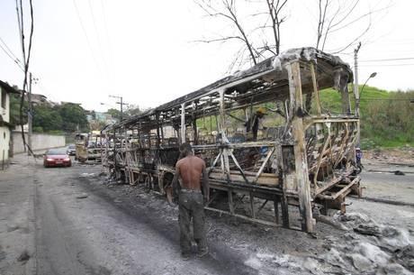 Ônibus foram incendiados por traficantes