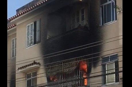 Chamas destruíram apartamento do segundo andar