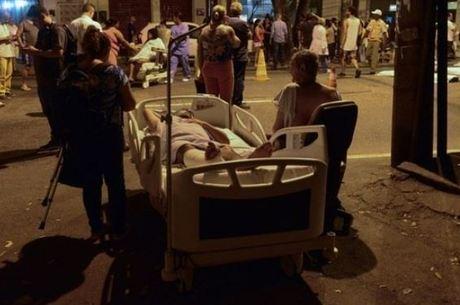 Pacientes foram atendidos na rua durante incêndio em hospital