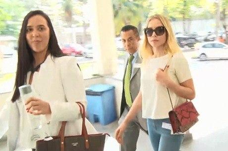 Najila estava acompanhada de advogados