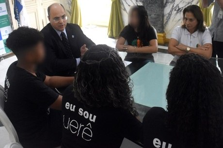 Witzel se reuniu com adolescentes e coordenadora de ONG