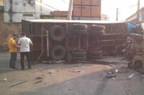 Caminhão desgovernado desceu ladeira