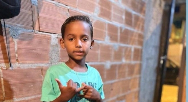 Samuel, de 7 anos, andava de bicicleta quando sofreu o acidente