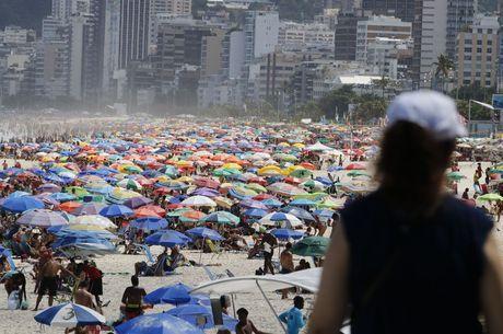 Permanência nas praias segue proíbida