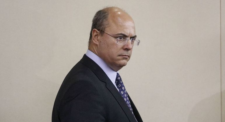 Governador afastado é acusado de crime de responsabilidade na gestão da Saúde