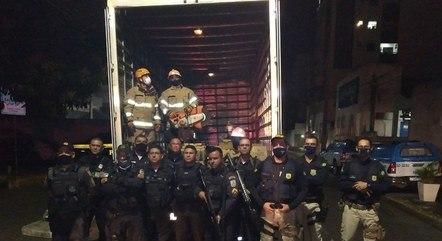 Drogas foram apreendidas na carroceria do caminhão