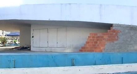 Espaço é usado como abrigo para moradores de rua