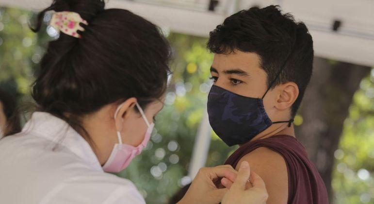 Belo Horizonte vai aplicar a segunda dose em jovens de 19 anos vacinados com a CoronaVac