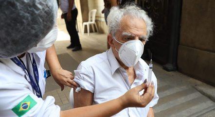 Rio terá terceira dose para a população acima de 60 anos