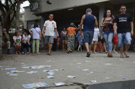 Folhetos dos candidatos foram descartados nas ruas