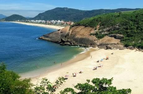 Vítima foi encontrada na praia do Sossego, em Niterói