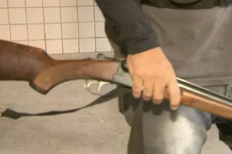 Arma foi apreendida durante ação da Polícia Civil