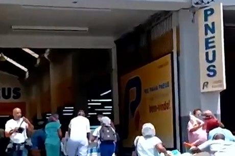 Macas sendo levadas com pacientes ao local